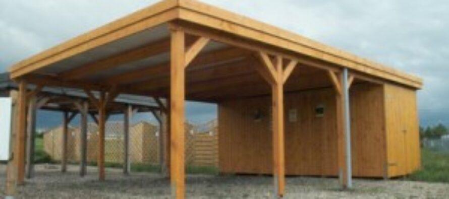 Carport aus Holz – ideal als Ergänzung zu Garagen und als Blickfang für die Immobilien