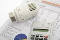 Mit wenig Aufwand Strom-, Heiz- und Wasserkosten reduzieren: so geht's
