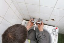 Geld sparen bei der Renovierung: die Badewanne selbst einbauen