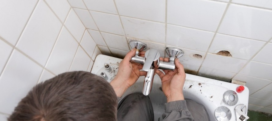 geld sparen bei der renovierung die badewanne selbst einbauen immobilien in deutschland. Black Bedroom Furniture Sets. Home Design Ideas